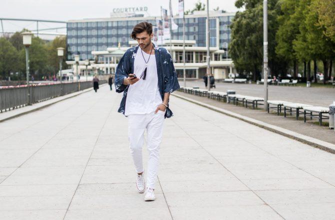 Kimono und Kaffee – Ein einfacher Look zu dieser Zeit